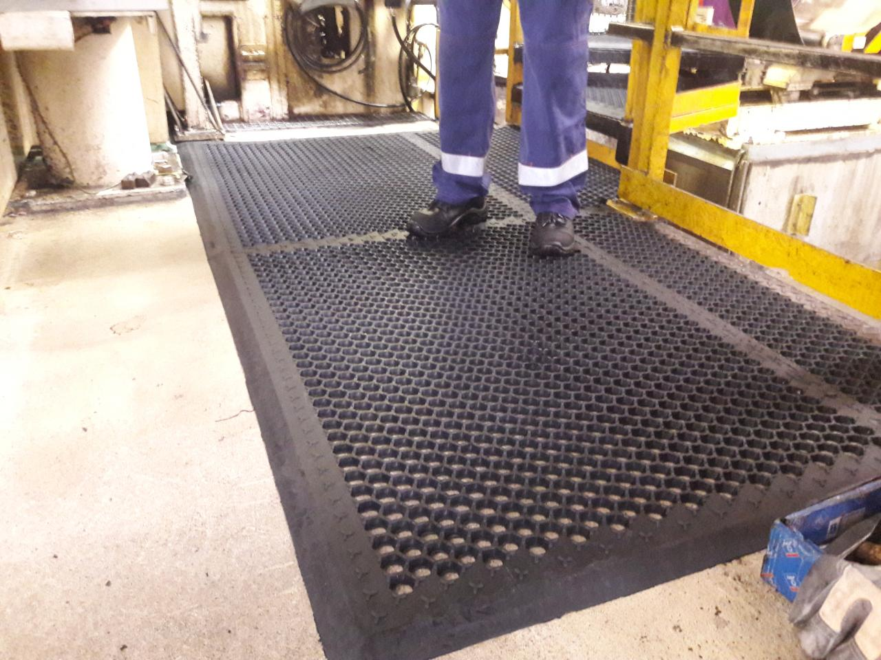 ERGOLASTEC OIL perforated mat